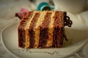 felie tort cu ciocolata, crema mascarpone si dulce de leche