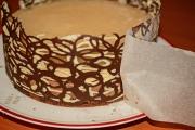 tort ornat cu dantela de ciocolata