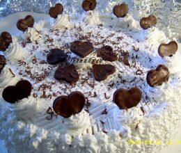 Tort inimos cu frisca si ciocolata