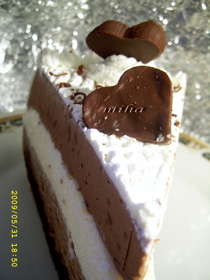 Felie tort cu mousse de ciocolata si frisca