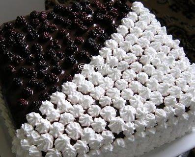 Tort cu ciocolata si mure