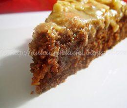 Brownie cu nuca si caramel