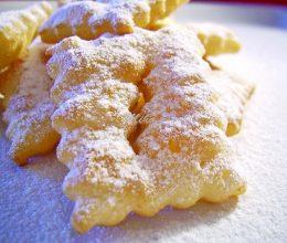 Crostoli cu zahar vanilat