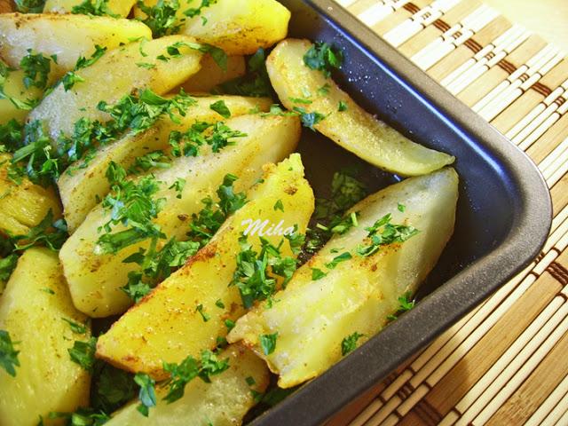 Cartofi aromati la cuptor