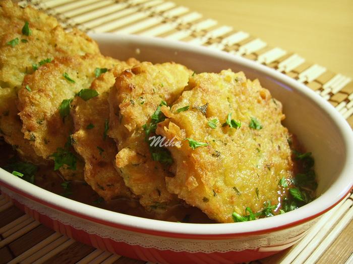 Chiftelute de cartofi cu sos de rosii
