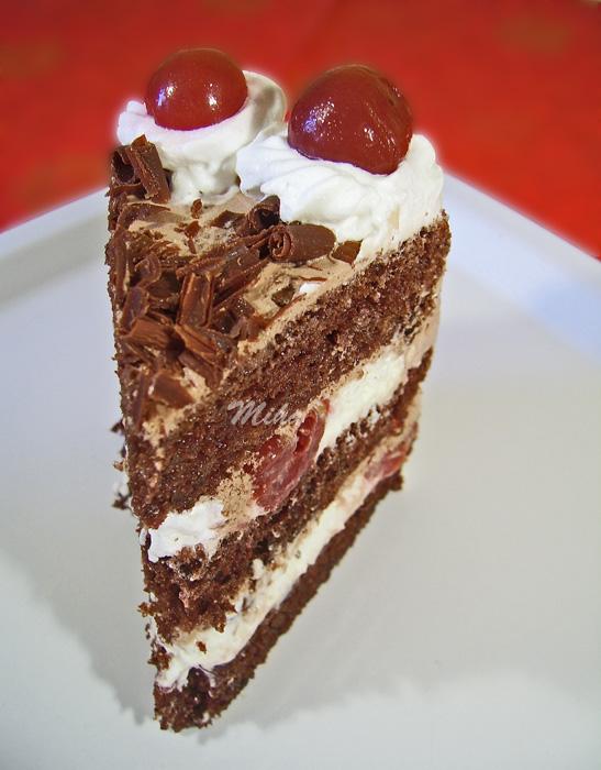 Felie tort cu visine si ciocolata