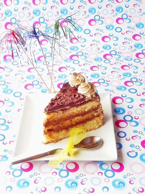Felie tort cu ciocolata si caramel