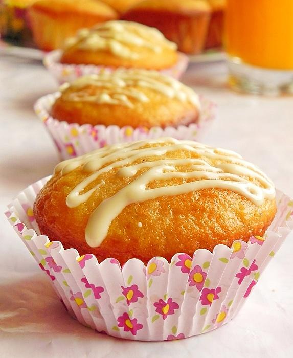 Muffins cu ciocolata alba