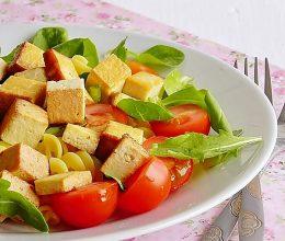 Salata cu paste si tofu