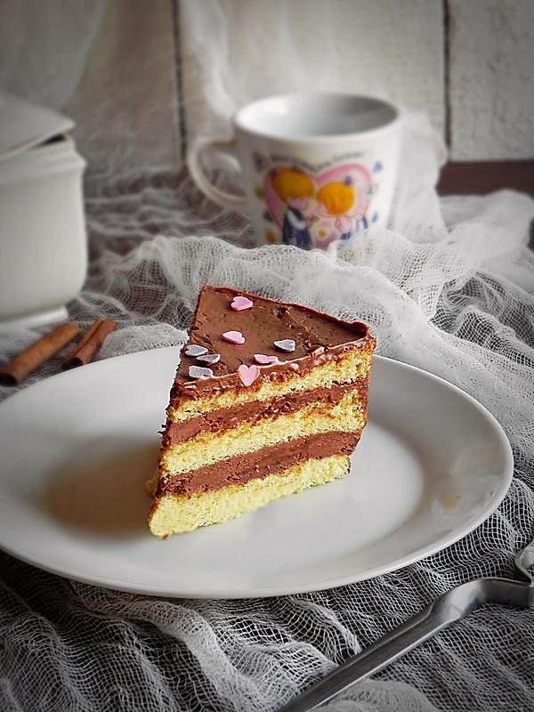 Tort cu ciocolata si scortisoara
