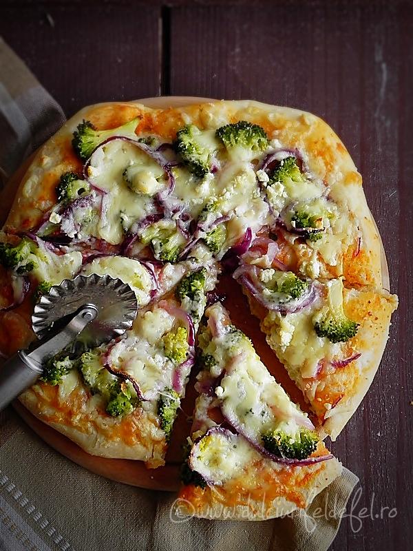 Pizza cu broccoli si branza