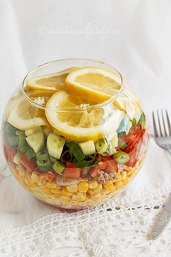 Salata cu ton si porumb dulce de la SunFood