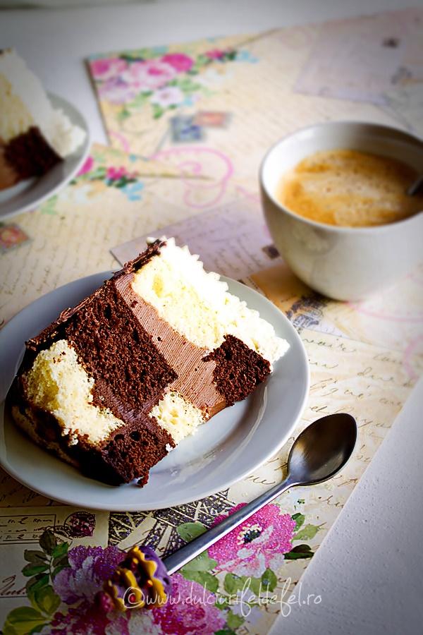 Felie de tort cu ciocolata si caramel