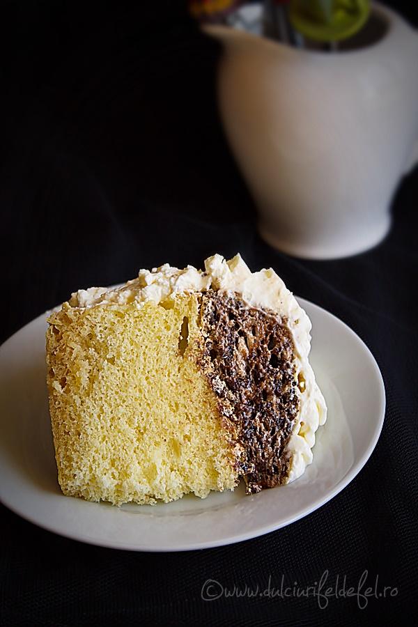 Felie de tort cu spuma de ciocolata