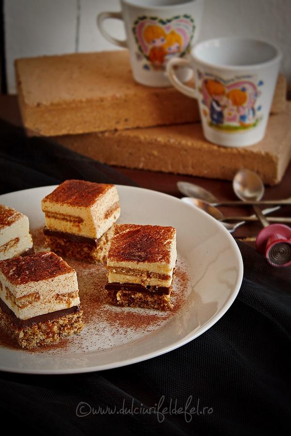 Prajitura cu blat de nuca si crema de vanilie