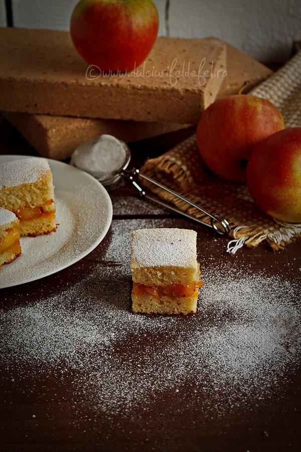 Prajitura turnata cu mere in caramel
