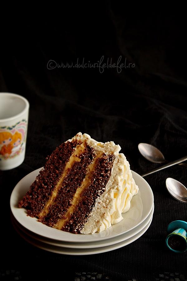 Felie de tort cu crema caramel