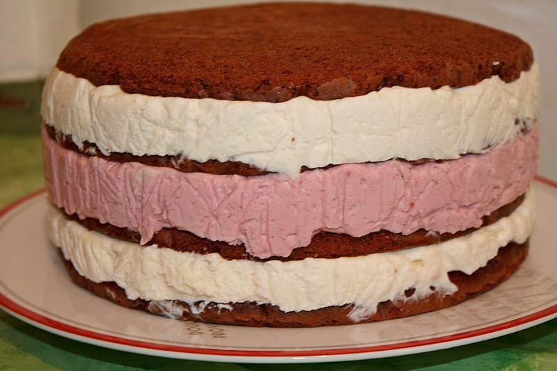 Asamblare tort cu mousse de ciocolata si zmeura