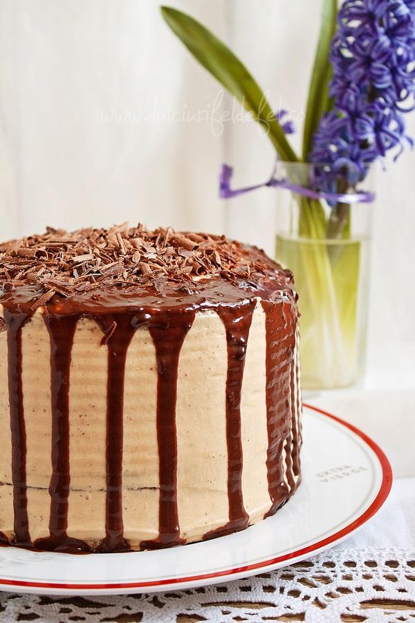 Tort cu blat de ciocolata si crema mascarpone cu caramel