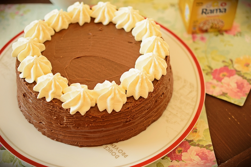 Tort Amandina ornat cu frisca