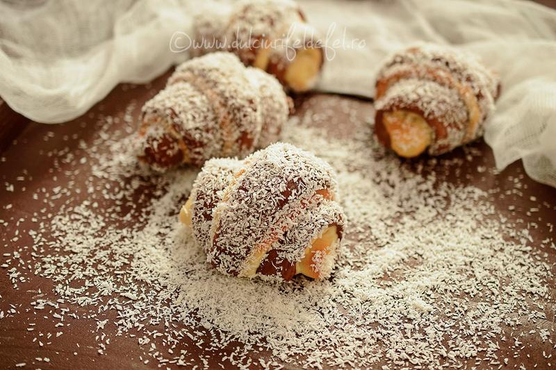 Cornuri cu ciocolata si nuca de cocos