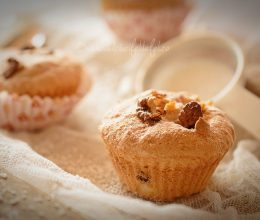 Muffins cu nuca de cocos si ciocolata