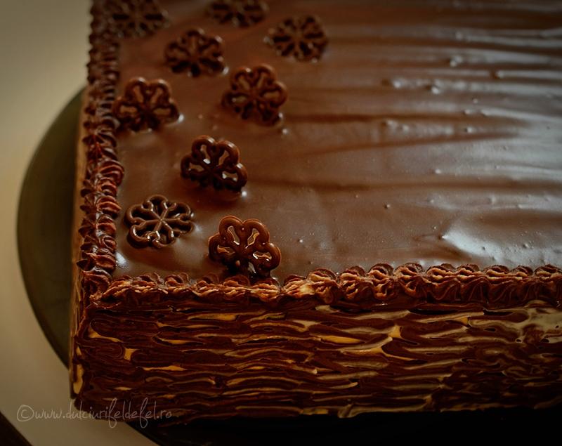 Tort cu mascarpone, dulce de leche si ciocolata