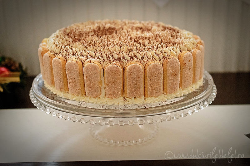 tort de vanilie cu crema de mascarpone